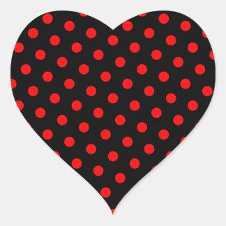 Lunares negros y rojos pegatina en forma de corazón