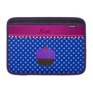 Lunares púrpuras conocidos personalizados del azul funda  MacBook
