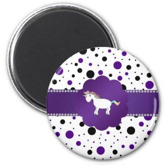 Lunares púrpuras y negros del unicornio imán redondo 5 cm