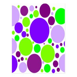 Lunares púrpuras y verdes postal