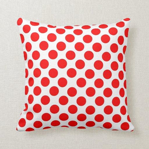 Lunares rojos con la almohada blanca del fondo
