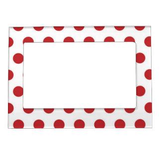 Lunares rojos en marco magnético del fondo blanco marcos magneticos de fotos