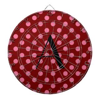 Lunares rojos y rosados del monograma tablero dardos
