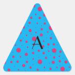 Lunares rosados azules del monograma colcomanias de triangulo personalizadas