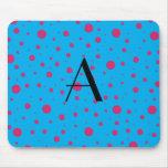 Lunares rosados azules del monograma alfombrillas de ratón
