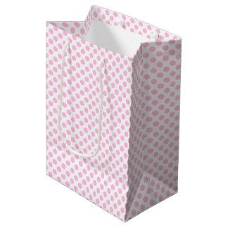 Lunares rosados con el fondo adaptable bolsa de regalo mediana