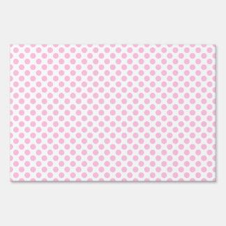 Lunares rosados con el fondo adaptable señales