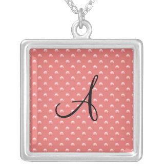 Lunares rosados coralinos de la perla del monogram joyerias personalizadas