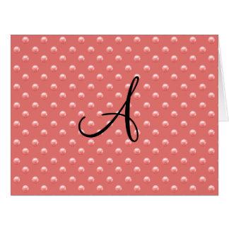 Lunares rosados coralinos de la perla del monogram tarjetón
