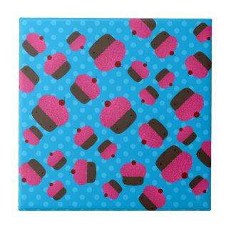 Lunares rosados del azul de las magdalenas teja  ceramica