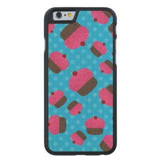 Lunares rosados del azul de las magdalenas funda de iPhone 6 carved® de arce