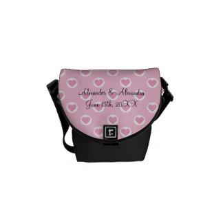 Lunares rosados del corazón que casan favores bolsa de mensajeria