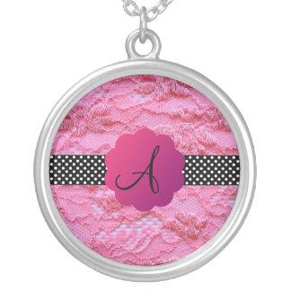 Lunares rosados del cordón del monograma colgante personalizado