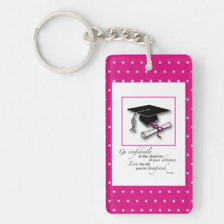 Lunares rosados gorra, diploma de la graduación llavero rectangular acrílico a doble cara