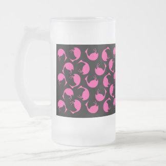 Lunares rosados retros del flamenco del ~ de la taza de cristal