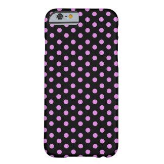 Lunares rosados y negros del color funda de iPhone 6 barely there