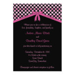 Lunares rosados y negros que casan la invitación