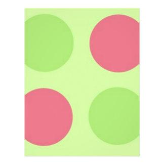"""Lunares rosados y verdes grandes folleto 8.5"""" x 11"""""""