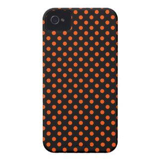 Lunares - Tangelo en negro iPhone 4 Case-Mate Funda