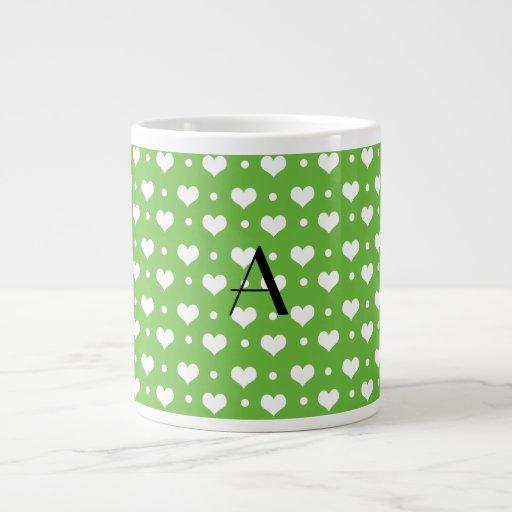 Lunares verdes claros de los corazones del monogra tazas jumbo