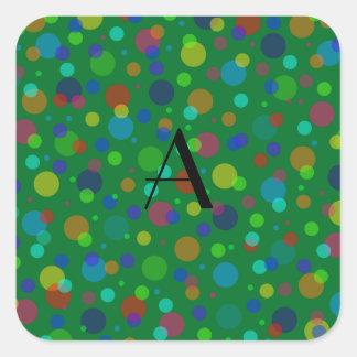 Lunares verdes del arco iris del monograma pegatina cuadrada