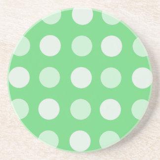 Lunares verdes y blancos posavasos diseño