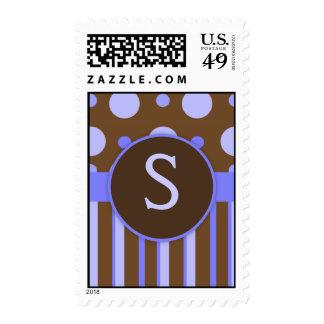 Lunares y sellos azules del monograma de las rayas