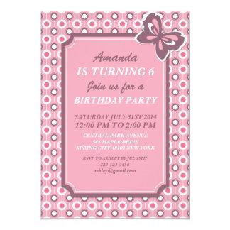 Lunares y tarjeta rosados de la invitación de la
