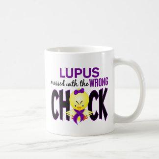 Lupus ensuciado con el polluelo incorrecto taza básica blanca