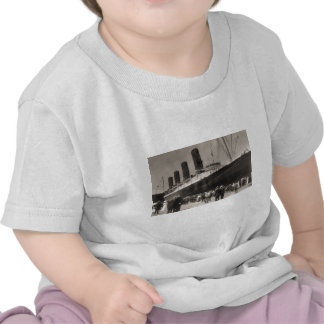 Lusitania Arrives New York City 1907 Tee Shirt
