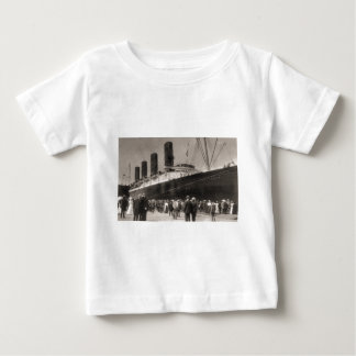 Lusitania Arrives New York City 1907 T Shirts