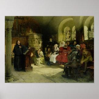 Luther predica usando su traducción de la biblia póster