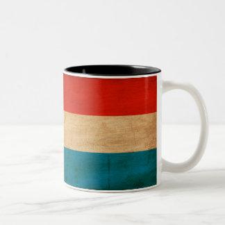 Luxemburgo señala la taza por medio de una bandera
