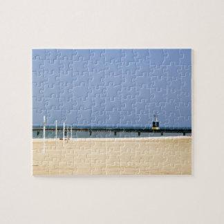Luz de faro en las orillas del lago Michigan Rompecabezas Con Fotos