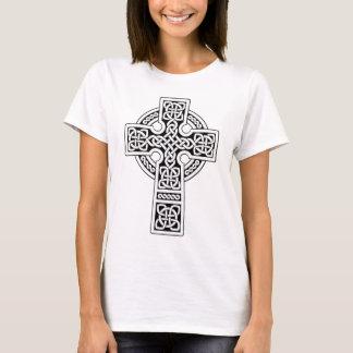 Luz de la cruz céltica blanca y negra playera