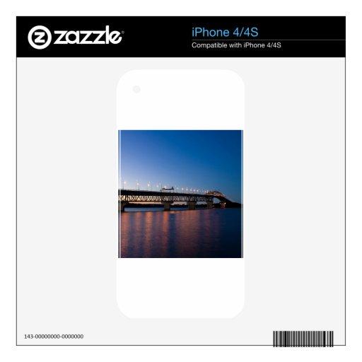 Luz de la noche del agua sobre el puente calcomanías para el iPhone 4S