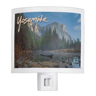 Luz de la noche del EL Capitan Yosemite