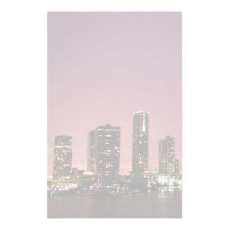 Luz de la puesta del sol sobre Miami después de un Papelería Personalizada