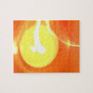 Luz de la vela de la llama del amarillo puzzle