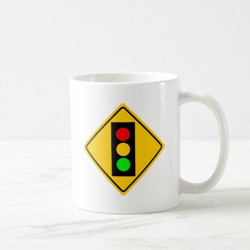 Luz de parada a continuación taza de café