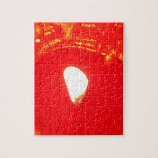 Luz de una vela roja, llama, vela, amor del puzzle