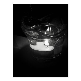 Luz de una vela tarjeta postal