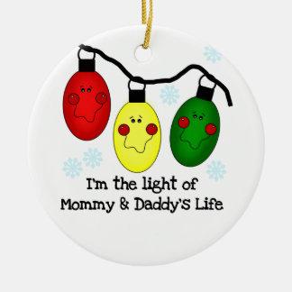 Luz del ornamento de la vida de la mamá y del papá adorno navideño redondo de cerámica