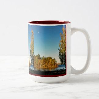 Luz del otoño taza de café de dos colores