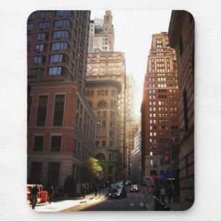 Luz del sol a través de rascacielos, New York City Mouse Pads