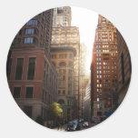 Luz del sol a través de rascacielos, New York City Pegatina Redonda