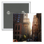 Luz del sol a través de rascacielos, New York City Pin