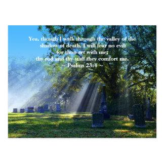 Luz del sol del 23:4 de los salmos en cementerio h tarjeta postal