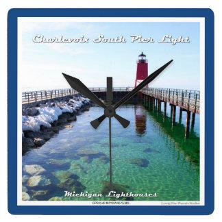 Luz del sur del embarcadero de Charlevoix - reloj