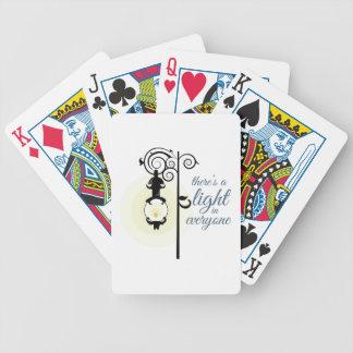 Luz en cada uno baraja cartas de poker